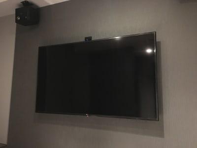 60型以上TV、スピーカー完備 - ルームレストラン バチェラー ラファエロの設備の写真