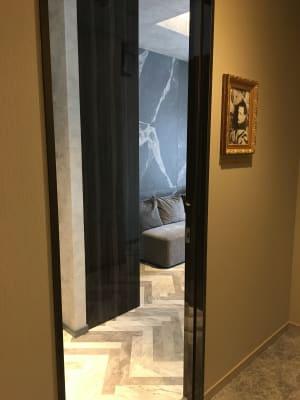 ダリの肖像画のお部屋です♪ - ルームレストラン バチェラー ダリの入口の写真