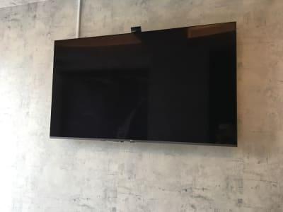 60型以上TV、スピーカー完備 - ルームレストラン バチェラー ダリの設備の写真