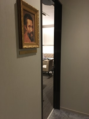 ミケランジェロの肖像画のお部屋です♪ - ルームレストラン バチェラー ミケランジェロの入口の写真