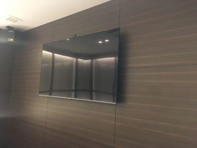 60型以上TV、スピーカー完備 - ルームレストラン バチェラー ミケランジェロの設備の写真