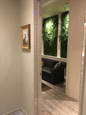 モネの肖像画のお部屋です - ルームレストラン バチェラー モネの入口の写真
