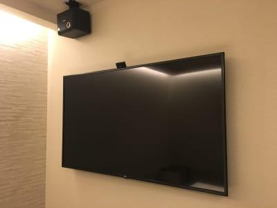 60型以上TV、スピーカー完備 - ルームレストラン バチェラー モネの設備の写真