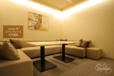 最大人数8名様 白を基調とした落ち着いた大人空間 - ルームレストラン バチェラー バンクシーの室内の写真