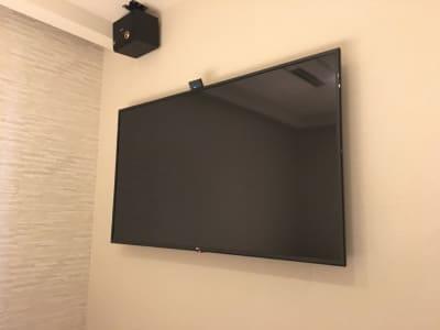 60型以上TV、スピーカー完備 - ルームレストラン バチェラー バンクシーの設備の写真
