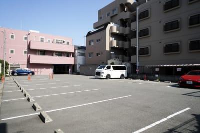 駐車場 - スタジオ・ブロードウェイ 70平米の貸し会議室の設備の写真
