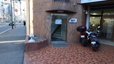 Office+ 菱栄ビル貸会議室 会議室 、 レンタルスペースの入口の写真