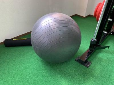バランスボール - 13GYM(サーティーンジム) レンタルジムの室内の写真