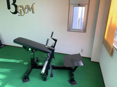 ヒップトレーニング用マシン - 13GYM(サーティーンジム) レンタルジムの室内の写真