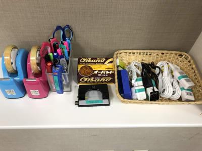 延長コード・充電器・文房具各種 - ホテルウィング新宿 3階貸し会議室の設備の写真