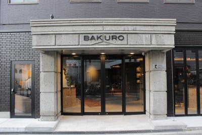 シックでクリエイティブなエントランス - どやねんホテルズ バクロ レンタルスペース type Aの外観の写真