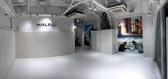 壁にも一部クッション加工をしているので、格闘技のクラスにもどうぞ。 - HALEO代官山スタジオの室内の写真