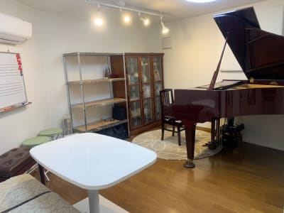 Sheila M Space 地下室内 - Sheila M Space グランドピアノ・多目的スペースの室内の写真
