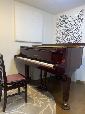 グランドピアノで練習できます。 - Sheila M Space グランドピアノ・多目的スペースの室内の写真