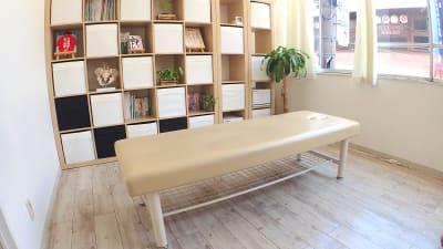 施術用ベッド - 整体サロンArtBody レンタルサロンの室内の写真
