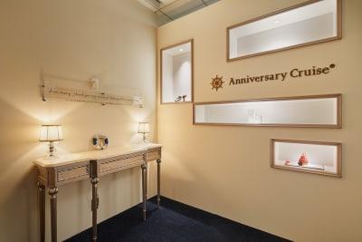 受付カウンター - アニバーサリークルーズ 会議室ラ・メールの入口の写真