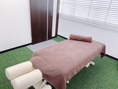 完全個室です。 - シェアサロン ジーモスト マッサージ整体施術サロンの室内の写真