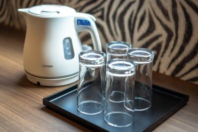 湯沸かしポット、コップ - どやねんホテルズ バクロ レンタルスペース type Cの設備の写真