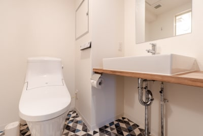 洗面台、ウォシュレット付きトイレ - どやねんホテルズ バクロ レンタルスペース type B①の設備の写真