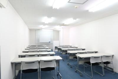 スクール形式 22名 - レンタルスペース  パズル浅草橋 セミナールーム・貸し会議室3Cの室内の写真