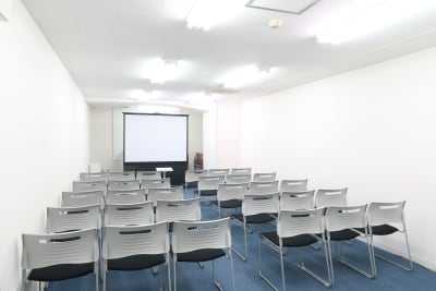 デスクなし 30名 - レンタルスペース  パズル浅草橋 セミナールーム・貸し会議室3Cの室内の写真