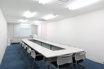 ロの字形式 16名 - レンタルスペース  パズル浅草橋 セミナールーム・貸し会議室3Cの室内の写真