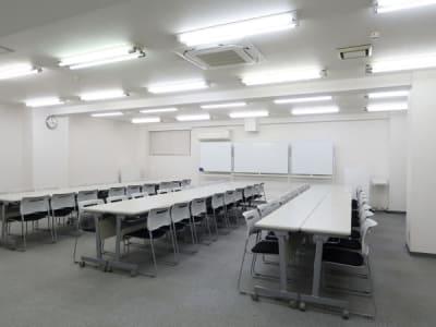 グループ形式54名 - レンタルスペース  パズル浅草橋 セミナールーム・貸し会議室3Bの室内の写真