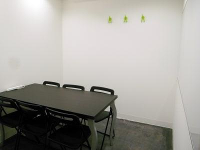 6名着席可 - レンタルスペース  パズル浅草橋 セミナールーム・貸し会議室2Bの室内の写真