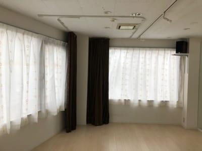 着替え用の仕切りカーテンを設置 - レンタルスタジオPiatto ダンスが出来るレンタルスタジオの設備の写真