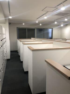 コワーキングスペース和と匠の時 ブース席(固定席・半個室タイプ)の室内の写真