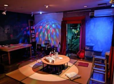 有り物の備品でこのような装飾も可能です。 - アトリエ5-25-6 レンタルアートスペースの室内の写真