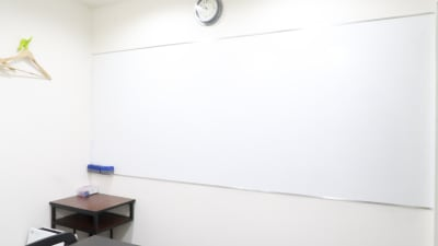 壁式ホワイトボード - レンタルスペース  パズル浅草橋 セミナールーム・貸し会議室2Bの設備の写真