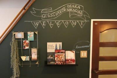 お誕生日会など、チョークで書ける黒板壁には自由に装飾して頂けます。 - 【GHON】便利な立地の戸建貸切 戸建て貸切 #201の室内の写真