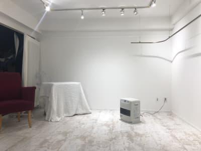 道具をどかした状態です。展示会などに。 - greatFULLdays  多目的スペース、レンタルスタジオの室内の写真