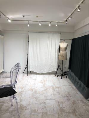 高さは170センチくらいの撮影背景があり。 - greatFULLdays  多目的スペース、レンタルスタジオの室内の写真