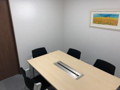 完全な個室です。 - 貸会議室biz大泉学園 【●会議●リモート●商談●自習】の室内の写真