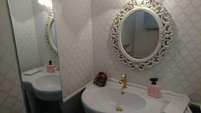 御手洗い - 【大津市石山】アンネの音楽教室 2台のピアノ 練習室の室内の写真