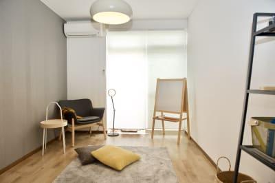 シンプル・ナチュラルな内装で寛げる落ち着いた空間になっています。 - mamespaceの室内の写真