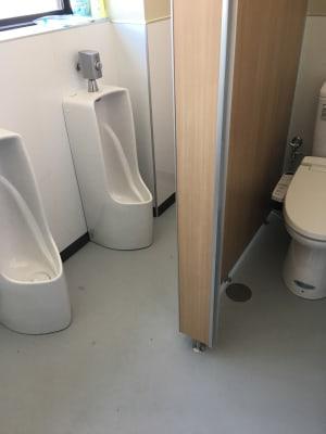 3階は男子専用トイレです。ご利用の人数によって1階4階をご用意いたします。 - フマニタスビルレンタルスペース 3階・多目的会議室フロアの設備の写真
