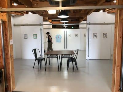 シンプルな空間なので展示会に最適です。 - アトリエSubaru ギャラリーフロア(多目的な用途)の室内の写真