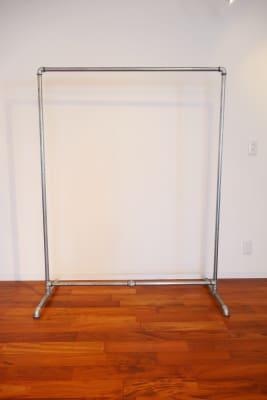 水道管ラック1200×4 - evolve show room ショールームの設備の写真