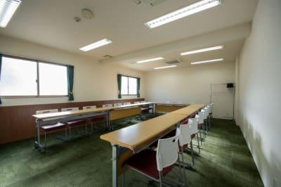 コの字(最大19名) ※現在は感染防止対策のためご利用人数はご留意くださいますようお願い申し上げます。 - Kyoto de Meeting Smart / スマートの室内の写真