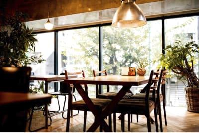 howzlife Cafe 2F ミーティングスペースの室内の写真