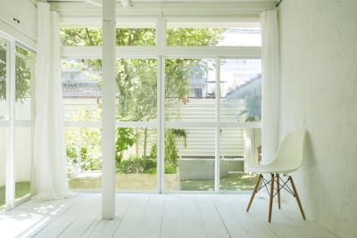 ホワイトベースのシンプル空間! - N-studio 庭付き自然光ハウススタジオの室内の写真