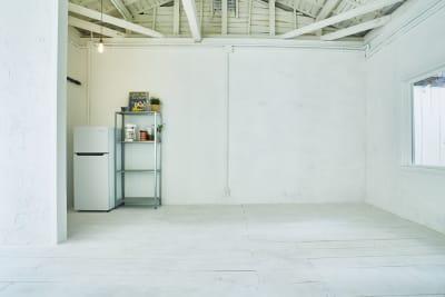 レイアウト移動もok! おしゃれ白壁スペースも! - N-studio 庭付き自然光ハウススタジオの室内の写真