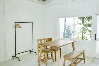シンプルシャビーな雰囲気なポイントも! - N-studio 庭付き自然光ハウススタジオの室内の写真