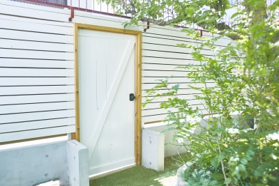 出入り口も撮影ポイント! - N-studio 庭付き自然光ハウススタジオの室内の写真