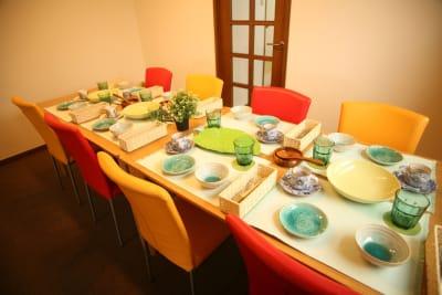 利用の時に使う食器は豊富にご用意しております - ご縁カフェ金山レンタルルーム 洋室と和室★2部屋でゆったり空間の室内の写真