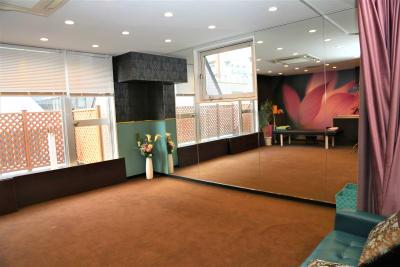 片面鏡張り、レッスンでのご利用可能 - Lucky⭐︎star 多目的スペースの室内の写真