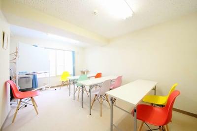 <フルーツ会議室 札幌駅前> 多目的スペースの室内の写真